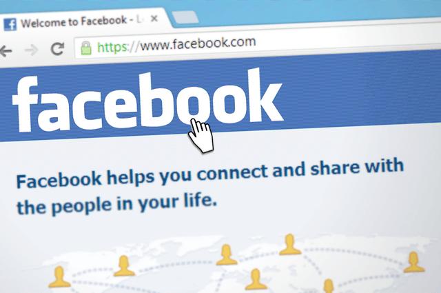 Les députés britanniques veulent mieux réguler Facebook, un «gangster numérique»